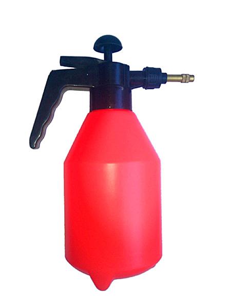 С помощью распылителя нанесение средства будет более эффективным