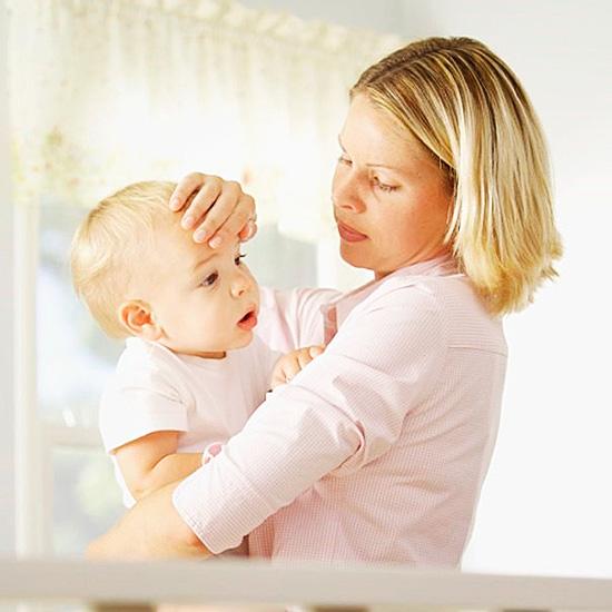 Если клещ обнаружен на ребенке, нужно обязательно показаться врачу, не дожидаясь проявлений возможного заражения