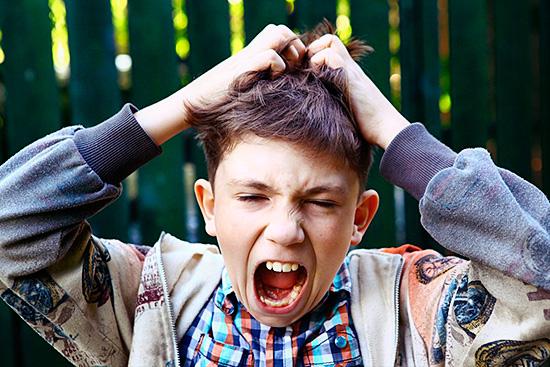 Не всегда агрессивные средства оправдывают свою эффективность – может развиваться аллергия или химических ожог кожи головы