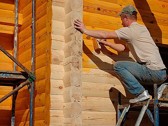 Некоторые средства придают красивый цвет древесине, подчеркивают ее рельеф