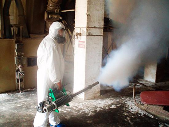 Распыление инсектицида в техническом помещении